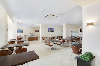 クイーンズ パーク ホテル