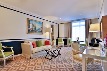 1 Bedroom Executive Suite – Champs Elysees View