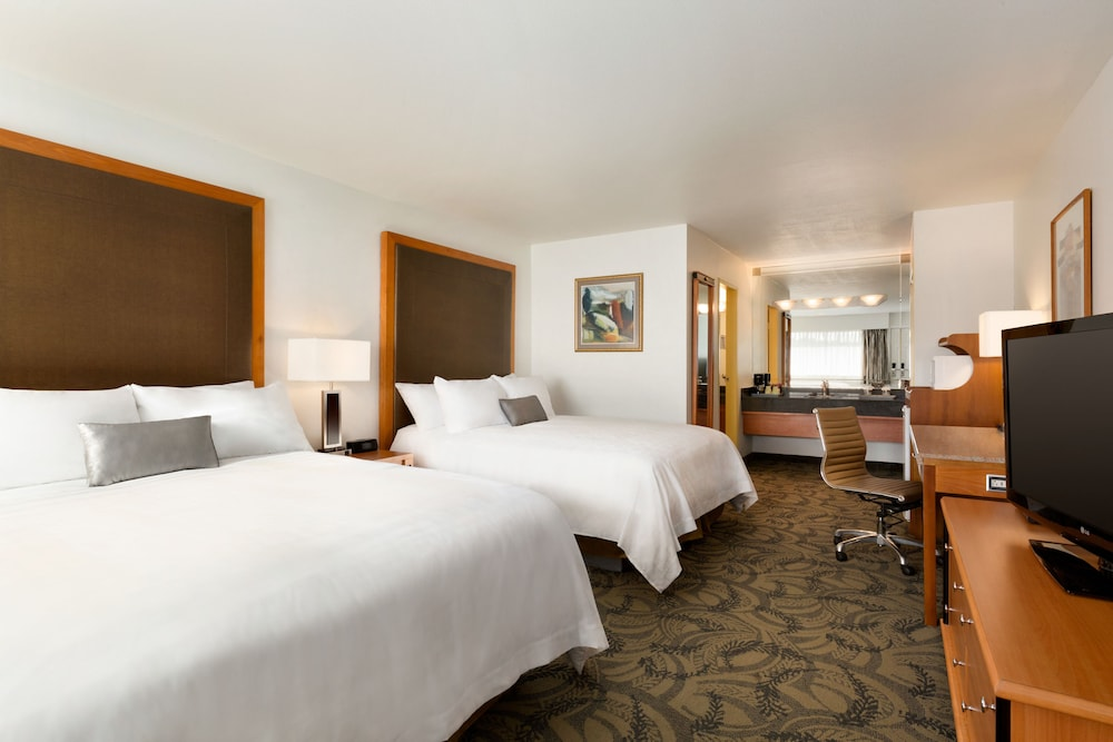 포코 인 앤 스위트 호텔 & 컨퍼런스 센터(Poco Inn and Suites Hotel & Conference Centre) Hotel Image 8 - Guestroom