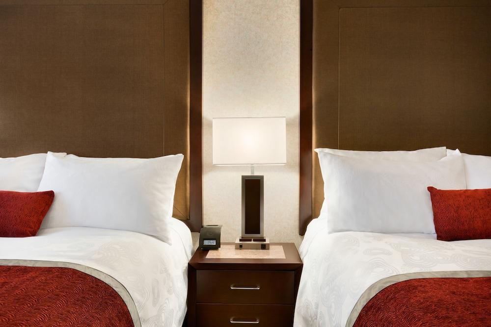 포코 인 앤 스위트 호텔 & 컨퍼런스 센터(Poco Inn and Suites Hotel & Conference Centre) Hotel Image 9 - Guestroom