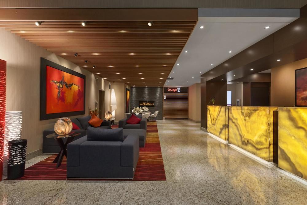 포코 인 앤 스위트 호텔 & 컨퍼런스 센터(Poco Inn and Suites Hotel & Conference Centre) Hotel Image 2 - Lobby Lounge