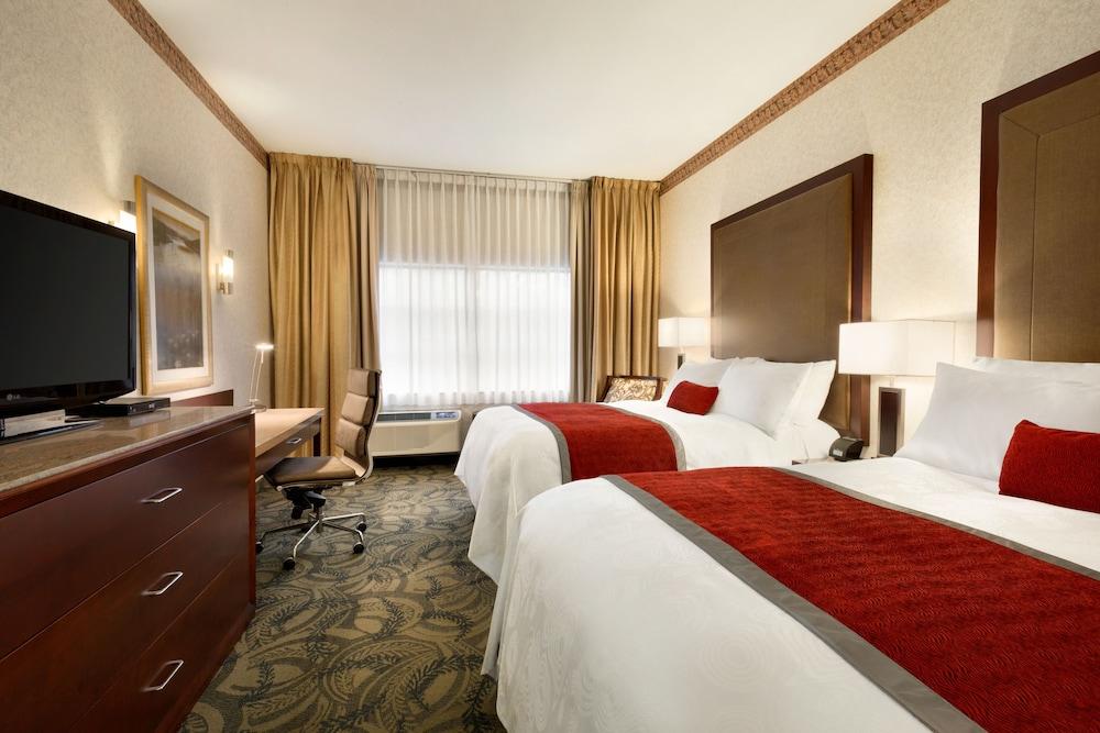 포코 인 앤 스위트 호텔 & 컨퍼런스 센터(Poco Inn and Suites Hotel & Conference Centre) Hotel Image 10 - Guestroom
