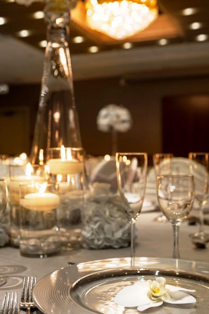 포코 인 앤 스위트 호텔 & 컨퍼런스 센터(Poco Inn and Suites Hotel & Conference Centre) Hotel Image 19 - Dining