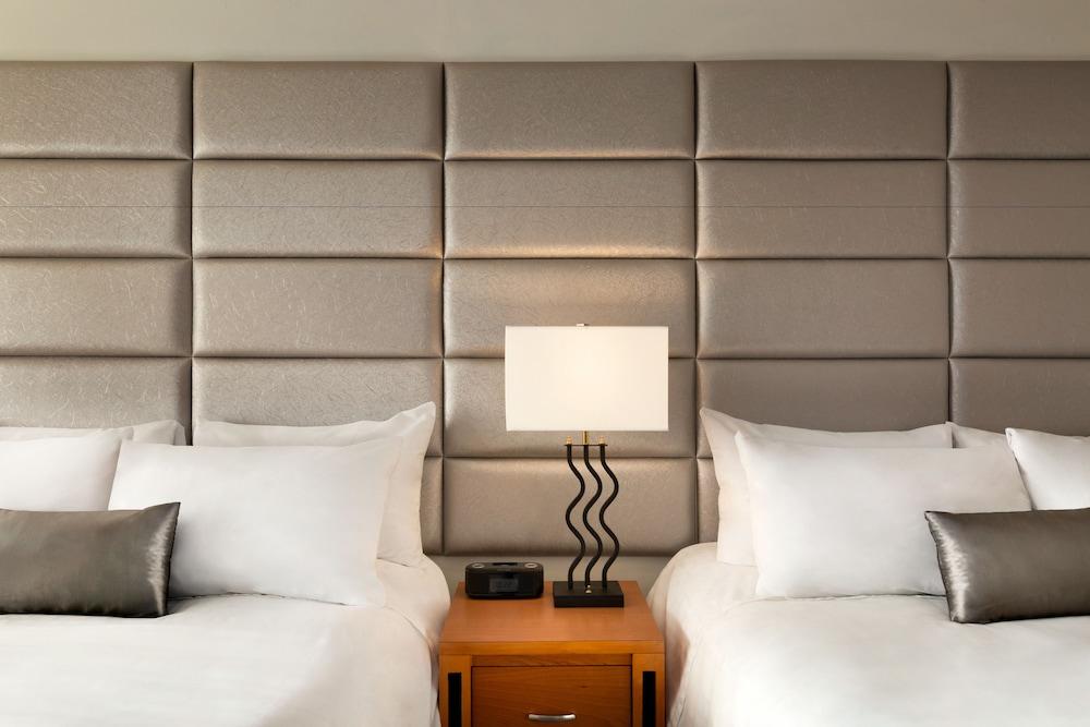 포코 인 앤 스위트 호텔 & 컨퍼런스 센터(Poco Inn and Suites Hotel & Conference Centre) Hotel Image 11 - Guestroom