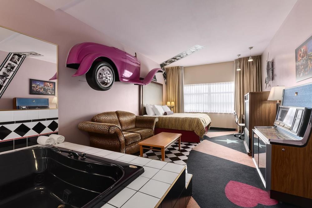 포코 인 앤 스위트 호텔 & 컨퍼런스 센터(Poco Inn and Suites Hotel & Conference Centre) Hotel Image 3 - Guestroom
