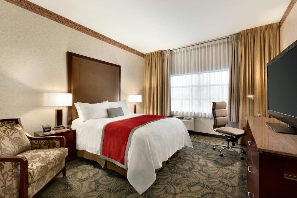 포코 인 앤 스위트 호텔 & 컨퍼런스 센터(Poco Inn and Suites Hotel & Conference Centre) Hotel Image 12 - Guestroom