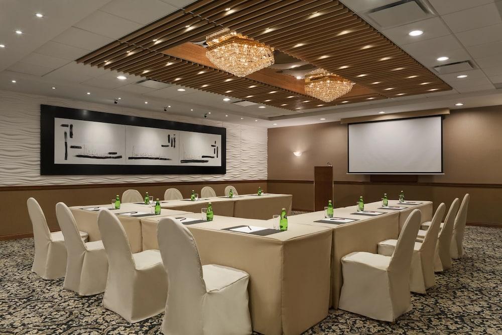 포코 인 앤 스위트 호텔 & 컨퍼런스 센터(Poco Inn and Suites Hotel & Conference Centre) Hotel Image 25 - Meeting Facility