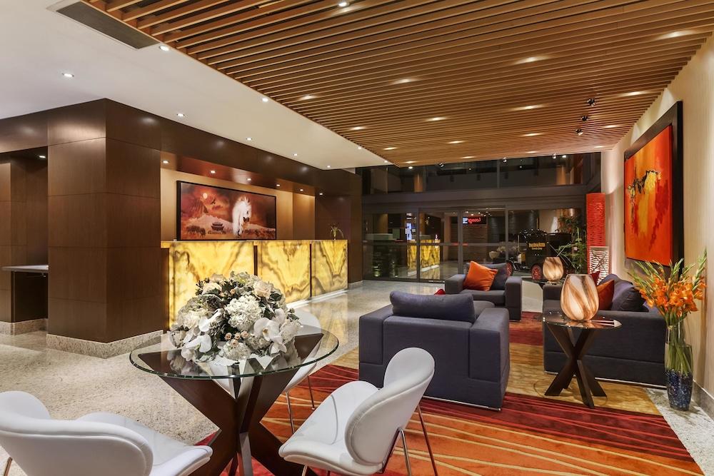 포코 인 앤 스위트 호텔 & 컨퍼런스 센터(Poco Inn and Suites Hotel & Conference Centre) Hotel Image 16 - Lobby Lounge