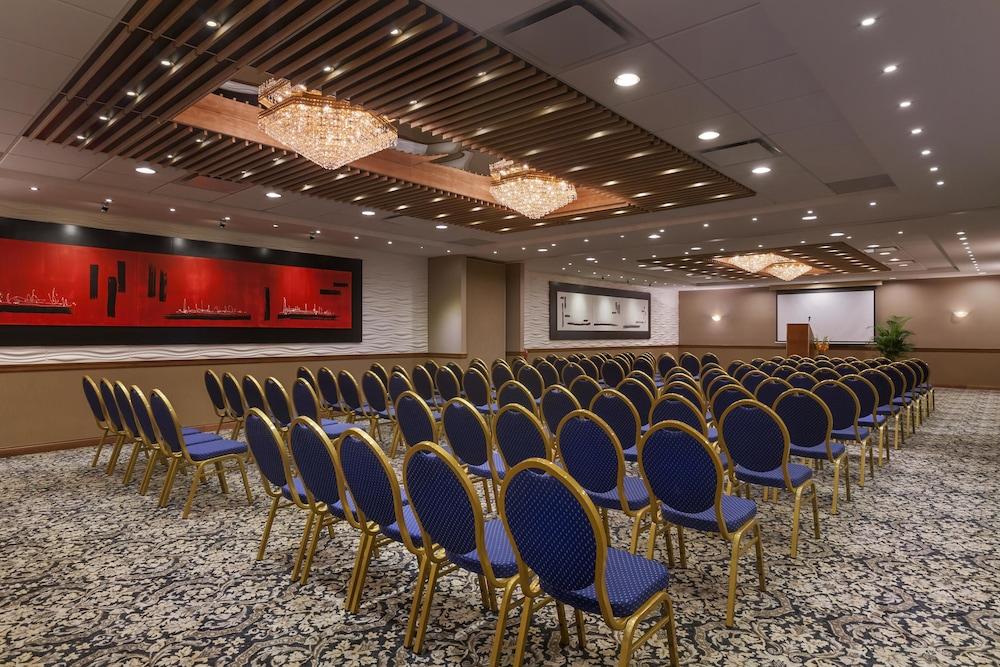 포코 인 앤 스위트 호텔 & 컨퍼런스 센터(Poco Inn and Suites Hotel & Conference Centre) Hotel Image 23 - Meeting Facility