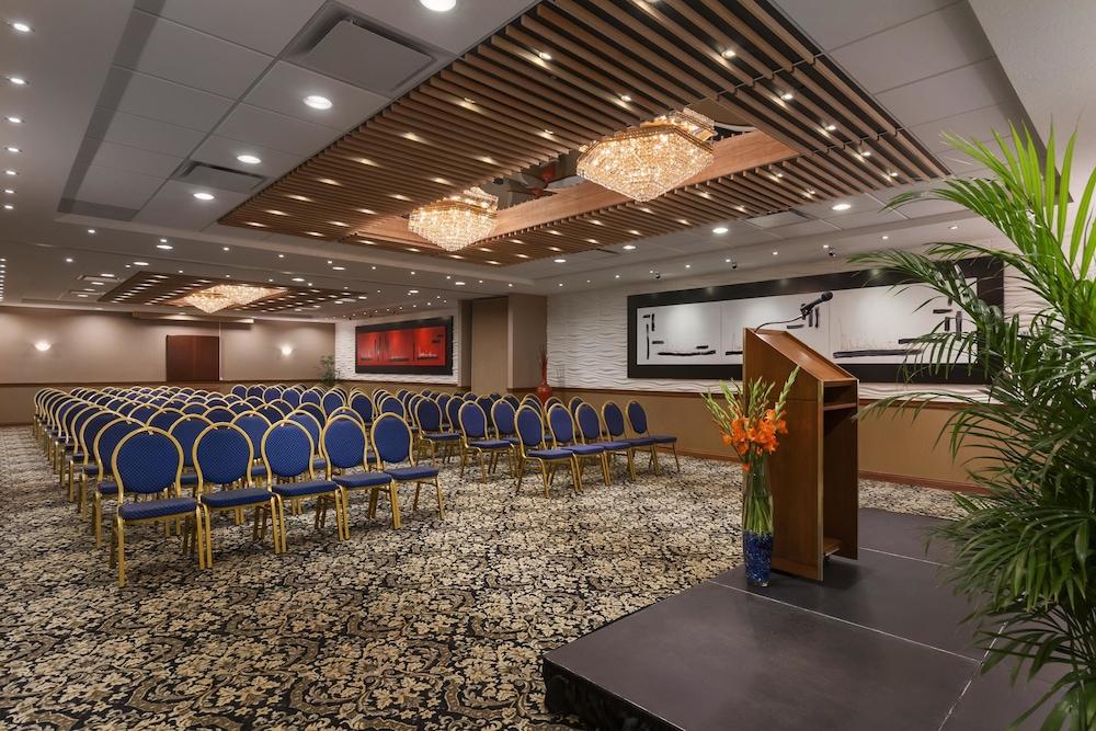 포코 인 앤 스위트 호텔 & 컨퍼런스 센터(Poco Inn and Suites Hotel & Conference Centre) Hotel Image 24 - Meeting Facility