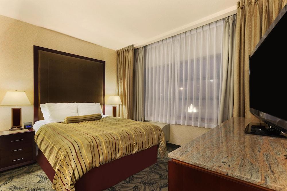 포코 인 앤 스위트 호텔 & 컨퍼런스 센터(Poco Inn and Suites Hotel & Conference Centre) Hotel Image 4 - Guestroom