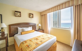 Suite, 2 Bedrooms, Partial Ocean View (1 Queen Bed and 2 Twin Beds)