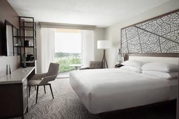 Guestroom at Marriott Orlando Airport Lakeside in Orlando
