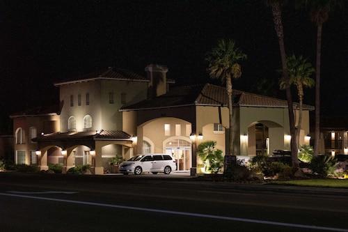 . Best Western Plus A Wayfarer's Inn And Suites