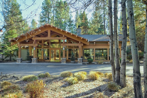 . Seventh Mountain Resort