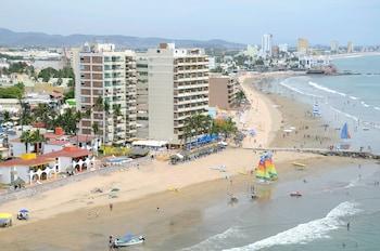 Hotel - Las Flores Beach Resort