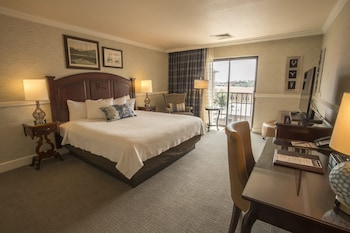 Superior Suite, 1 King Bed with Sofa bed