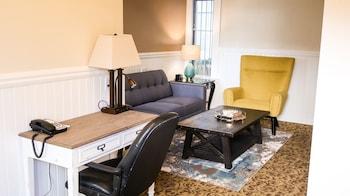 Suite, 3 rooms - 2 bedrooms w/Queen beds, Living/Dining Room