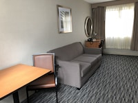 Executive Suite, 1 Queen bed, Living/Dining area