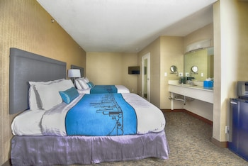 Luxury Suite, 2 Queen beds, Living/Dining area