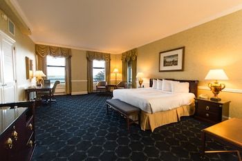 Junior Suite, One King Bed, Lake View