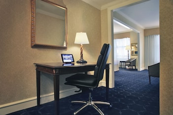 Executive Room, 1 King Bed, Business Lounge Access, Lake View