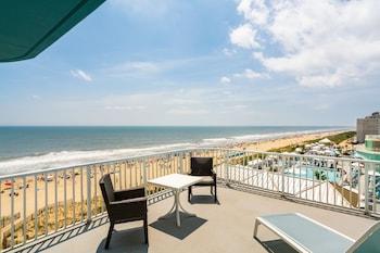 Junior Suite, 2 Queen Beds, Balcony, Oceanfront