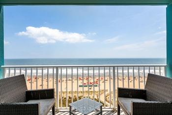 Basic Room, 1 King Bed, Balcony, Oceanfront
