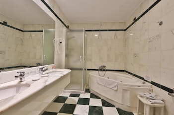 Best Western Grand Hotel Guinigi - Bathroom  - #0