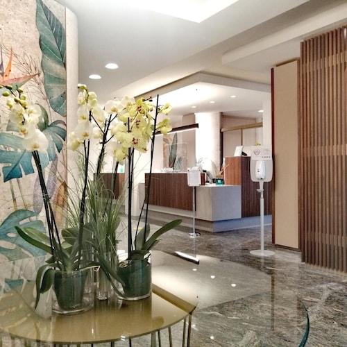 __{offers.Best_flights}__ Best Western Grand Hotel Guinigi
