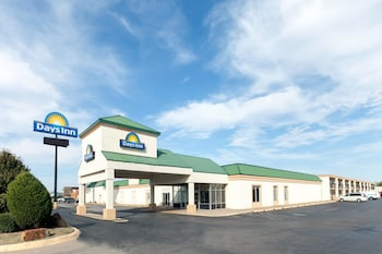 Days Inn Oklahoma City South 2 4 Miles From Chesapeake Energy Arena