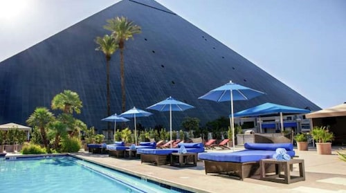 Luxor Hotel and Casino image 6