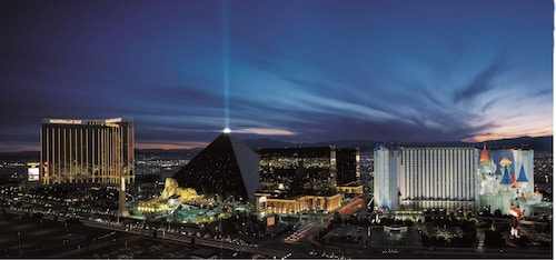 Luxor Hotel and Casino image 9