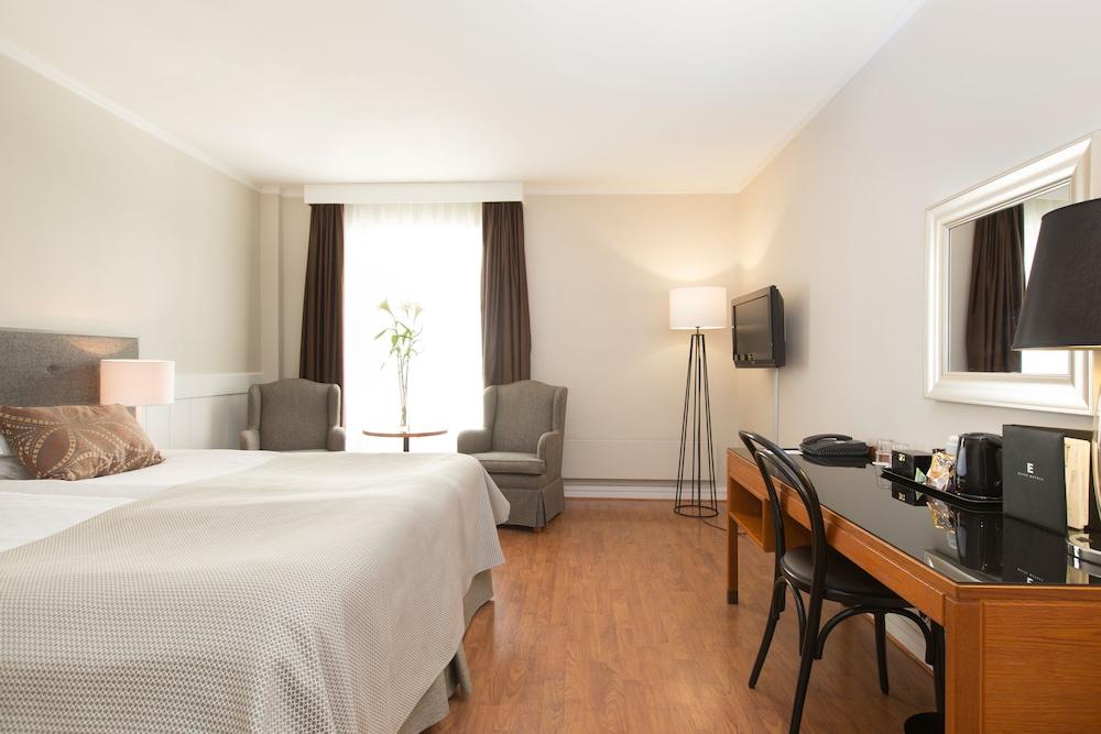 https://i.travelapi.com/hotels/1000000/20000/15300/15261/4cf86061_z.jpg