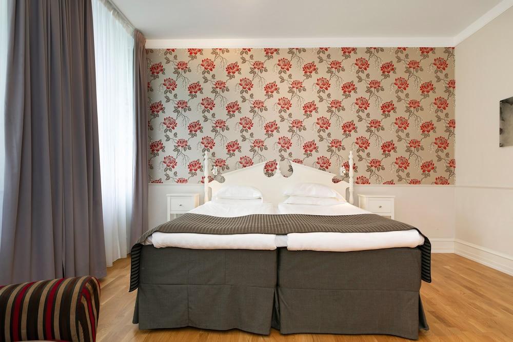 https://i.travelapi.com/hotels/1000000/20000/15300/15261/71865927_z.jpg