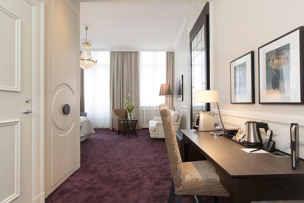 https://i.travelapi.com/hotels/1000000/20000/15300/15261/72c7ae94_z.jpg