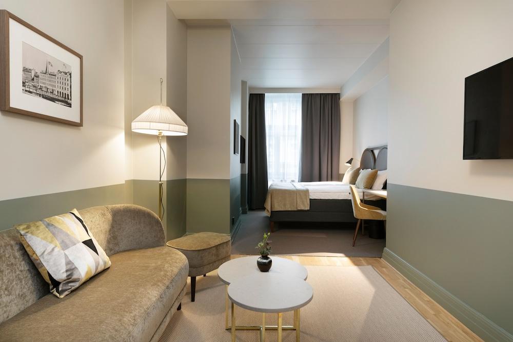 https://i.travelapi.com/hotels/1000000/20000/15300/15261/83ce6026_z.jpg