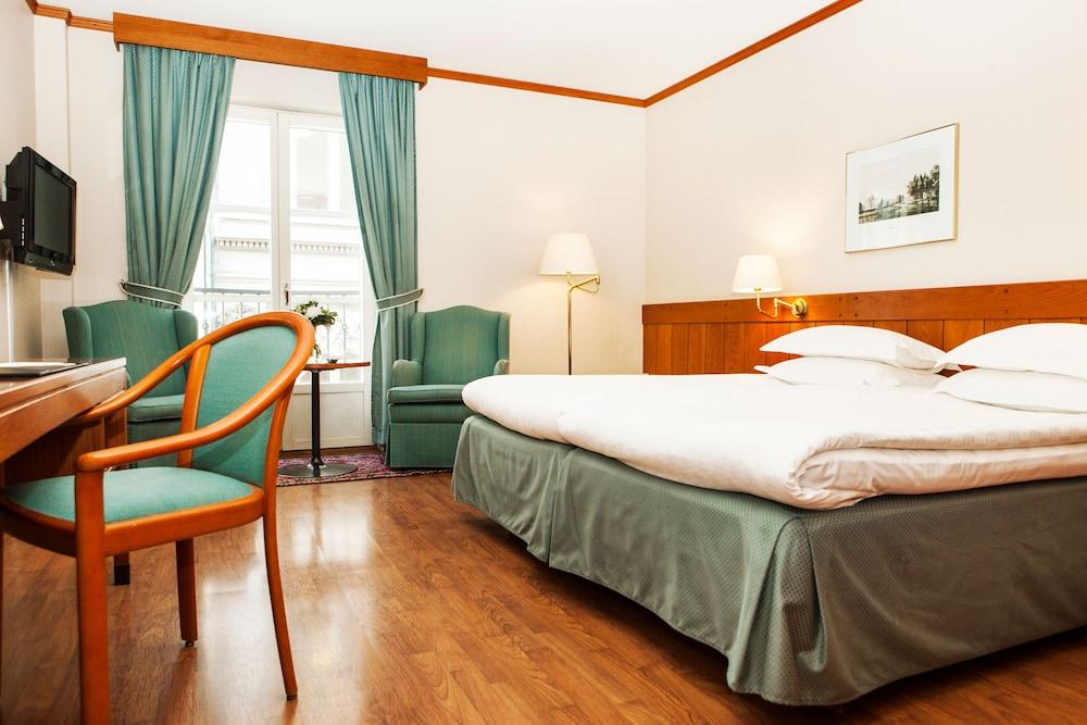 https://i.travelapi.com/hotels/1000000/20000/15300/15261/9c561698_z.jpg