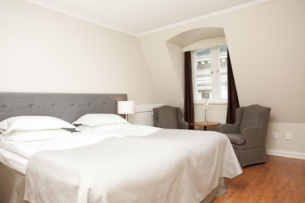 https://i.travelapi.com/hotels/1000000/20000/15300/15261/aa204ed1_z.jpg