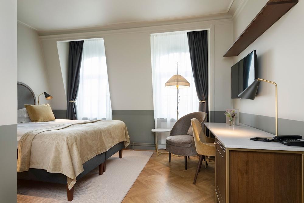 https://i.travelapi.com/hotels/1000000/20000/15300/15261/b7b9149e_z.jpg