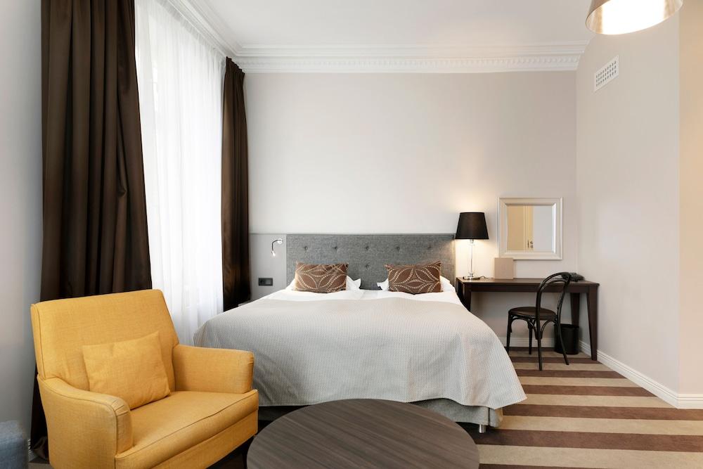 https://i.travelapi.com/hotels/1000000/20000/15300/15261/c42c48c5_z.jpg