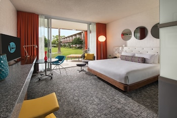 Signature Room, 1 King Bed, Accessible