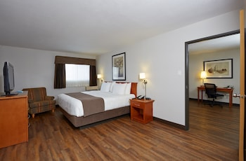 Suite, 1 King Bed with Sofa bed, Non Smoking, Ground Floor (Pet Friendly)