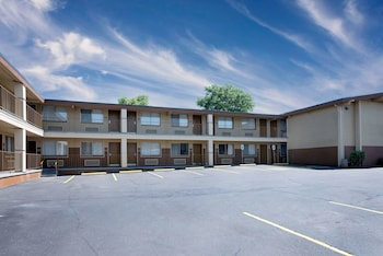Days Inn by Wyndham Spokane