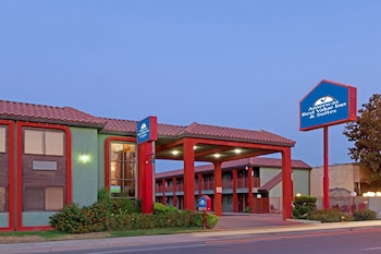 Americas Best Value Inn & Suites Bakersfield Central