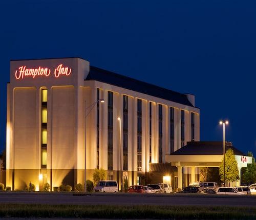 . Hampton Inn Evansville