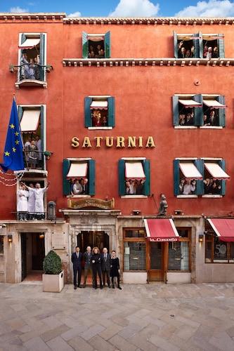 . Hotel Saturnia & International