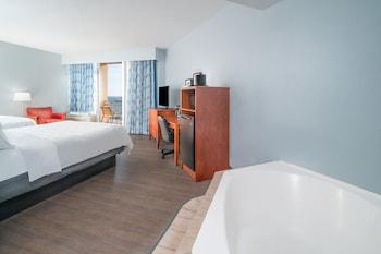 Deluxe 2 Queen Beds, Oceanfront with Whirlpool