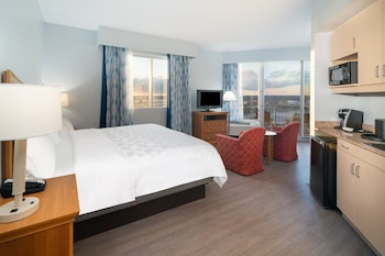 Deluxe King, Harborview with Whirlpool