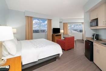 Deluxe King, Harborview with Whirlpool, No Balcony